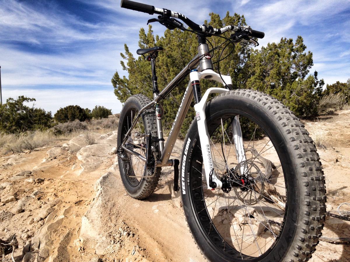Велосипед с широкими колесами фото